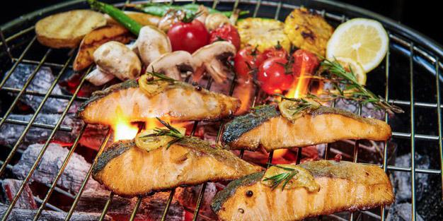 Apa benar terlalu sering makan ikan bakar dapat berisiko kanker